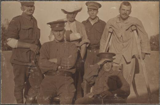 Wounded soldiers from the Gallipoli landing, April 1915 / David Izatt - Trove