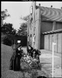 Mulligan, J. A. (John Aloysius), 1927-1996. Carmelite nuns gardening, Dulwich Hill, 19 September, 1963 [picture] /