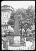 Hurley, Frank, 1885-1962. The obelisk, Macquarie Place [Sydney] [picture] /